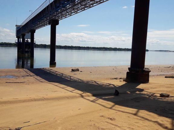 En Ituzaingó piden ser cuidadosos con el uso de agua potable, por la bajante del río