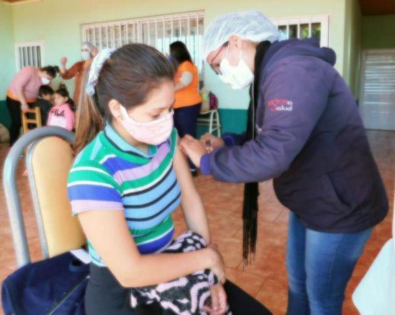 Exitosa jornada de vacunación en zona rural de Puerto Libertad