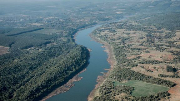 Permanece bajo el caudal del Paraná y comunas siguen alertas