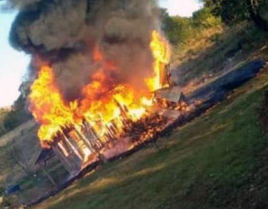 Incendio consumió por completo una vivienda en Colonia Monteagudo
