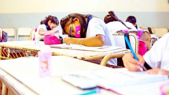Sin cambios en el calendario escolar y analizan disminuir distancia entre alumnos para aumentar presencialidad