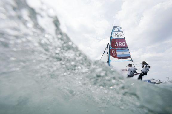 JJOO: Los regatistas de windsurf y laser siguen lejos de los primeros lugares