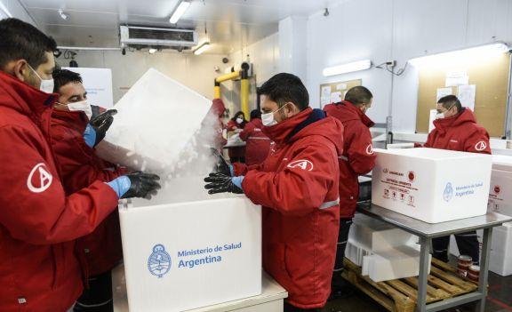 Hoy llegarán al país otras 800 mil dosis de AstraZeneca