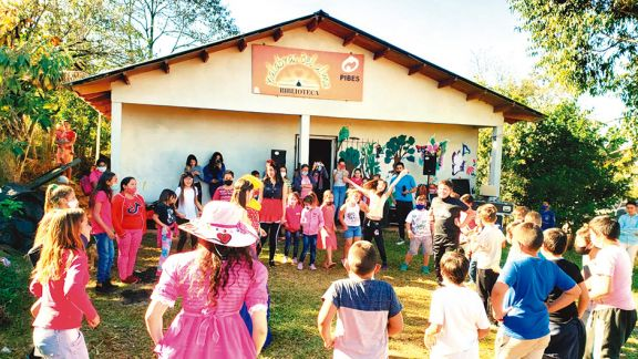 El apoyo escolar se suma desde los espacios informales