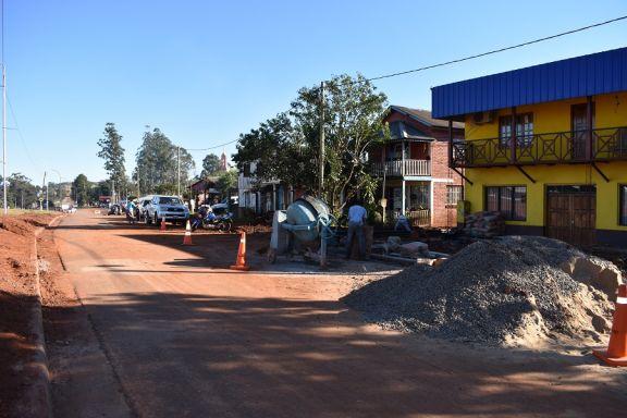 Ejecutan las primeras obras viales en Pozo Azul
