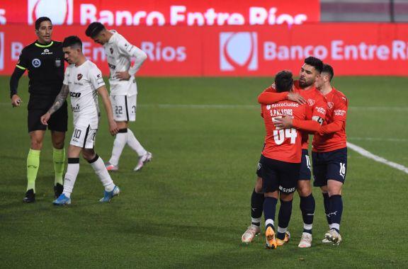 Independiente venció a Patronato y se metió en todas las peleas