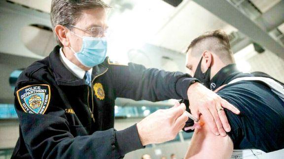Ofrecen 100 dólares por vacunarse contra el coronavirus en Nueva York