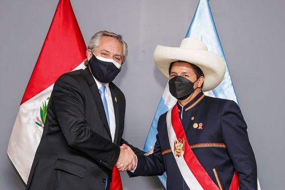 Castillo recibió a Alberto luego de asumir como presidente de Perú