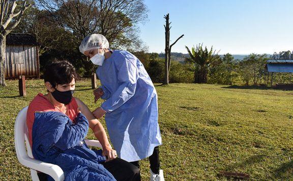 Pozo Azul: suman vacunatorios y refuerzan los operativos