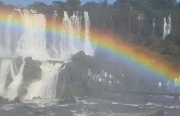 Cataratas luce sus saltos con un caudal de agua que supera los 2 millones de litros por segundo