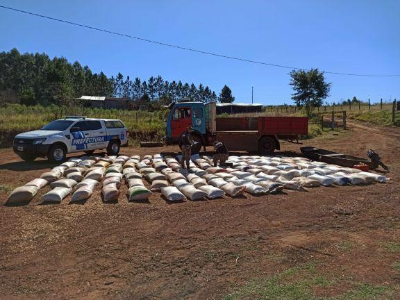 Prefectura secuestró más de seis toneladas de soja en El Soberbio