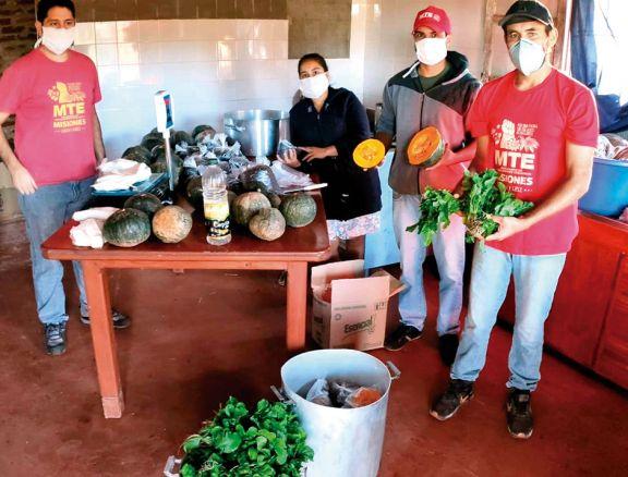 Armaron una cooperativa para vender hortalizas casa por casa