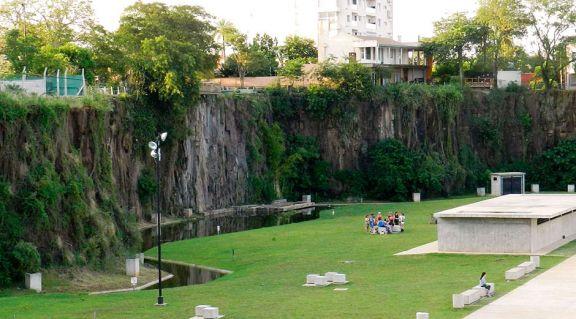 Analizan implementar parque de escalada en la Costanera