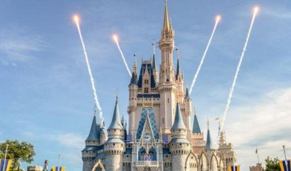 Vuelven a usarse barbijos en los parques de Disney en Estados Unidos