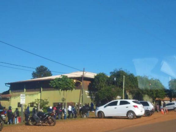 Santo Tomé: tras colapso en la vacunación, hoy entregaron números a los asistentes