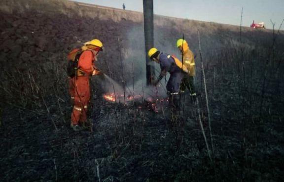 Bomberos voluntarios extinguieron un incendio de pastizales en Puerto Libertad