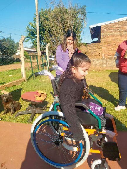 Guadalupe Cabrera recibió la nueva silla de ruedas