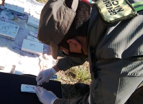Gendarmería los descubrió con más de 3 kilos de cocaína en un remís