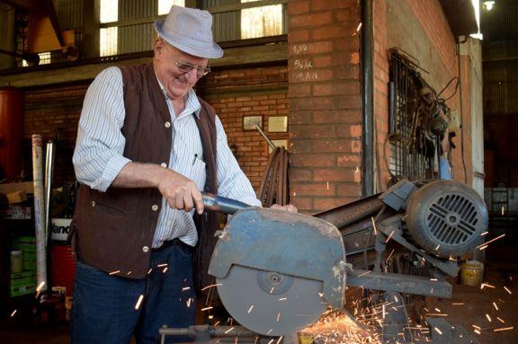 Creó sus propias máquinas y hoy las conserva como una afición