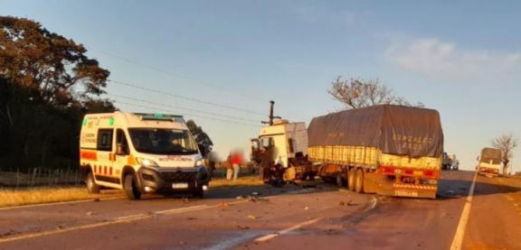Un joven perdió la vida tras un choque entre un automóvil y un camión en Puerto Leoni