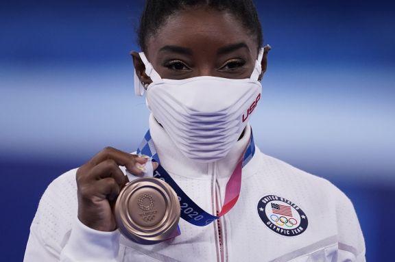 JJOO: Simone Biles regresó a la competencia en Tokio 2020 y gana el bronce en barra de equilibrio