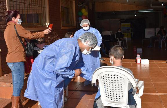 Con baja demanda y horario extendido vacunan a menores con comorbilidades en San Pedro