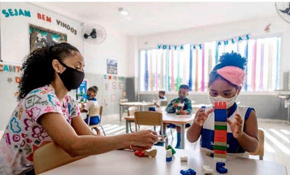 Brasil retomó las clases presenciales con dudas de sindicatos de docentes y epidemiólogos