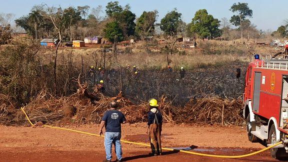 Trabajaron 4 horas para extinguir un incendio forestal