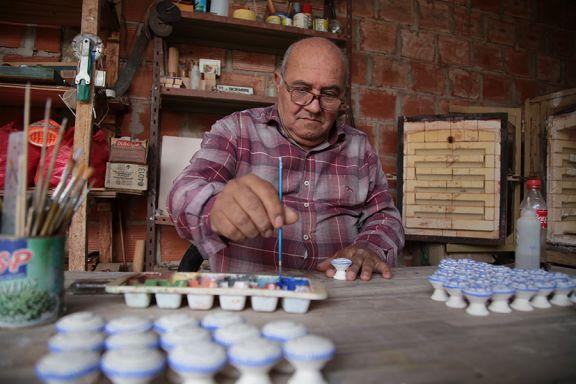 Mira es escultor y ceramista