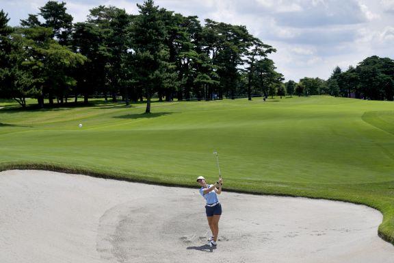 JJOO: La argentina Simmermacher mejora pero sigue lejos de los puestos por medalla en golf