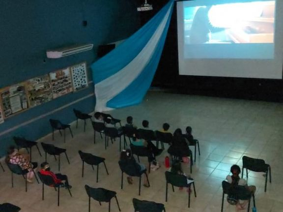 Tarde de cine en Pipó por el mes del niño