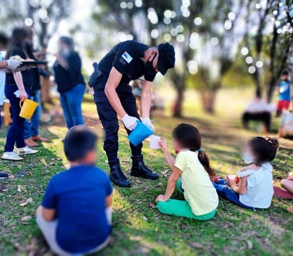 Con juegos y mucha diversión, la Policía agasajó a los niños en San Javier