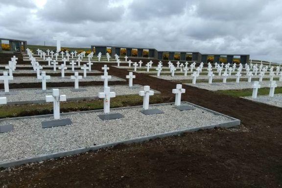 Equipo de forenses llegó a Malvinas para nuevos trabajos de identificación de restos