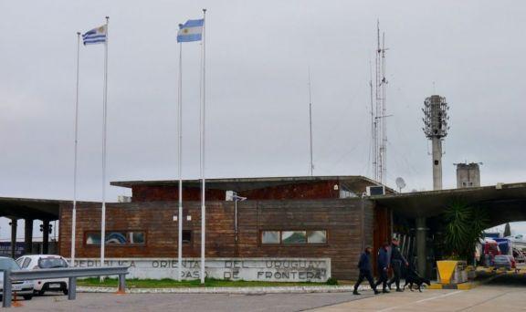 El Gobierno analiza abrir las fronteras terrestres con Uruguay y Chile a partir del 6 de septiembre