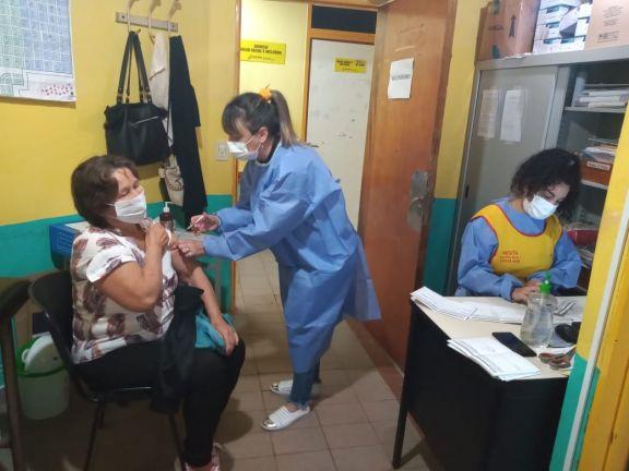 Continúa a buen ritmo la vacunación en Santa Ana