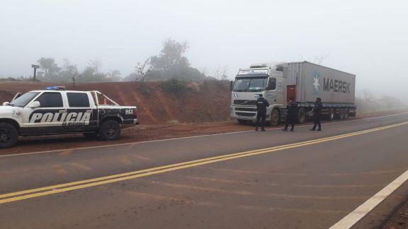 Piratas del asfalto vestidos de policías asaltaron un camión con vino