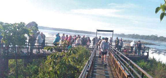 Cataratas vive uno de los mejores fines de semana largos en lo que va del año