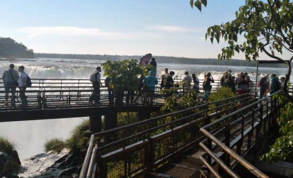 Turistas gastaron $ 5.430 millones durante el fin de semana largo, según Came