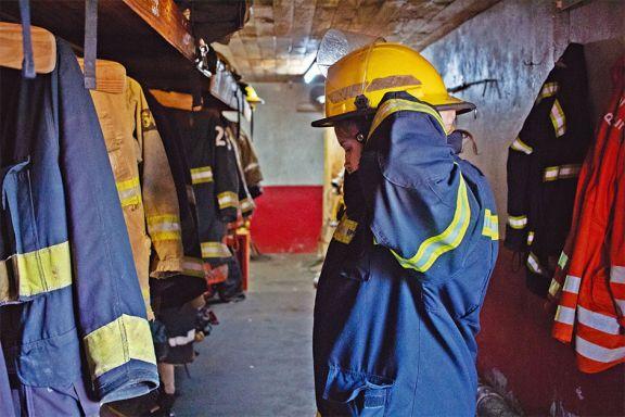 Por la sequía, bomberos sofocan todos los días incendios forestales