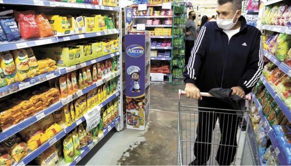 Ventas en supermercados registraron en agosto su mayor suba anual en 15 meses