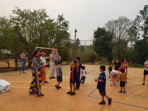 En el mes de las infancias, tres payasos alegraron a los niños en Pipó