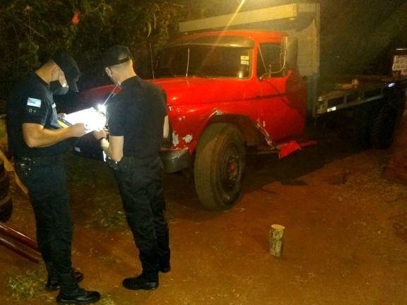 Está detenido el chofer del camión que podría haber causado el vuelco de un coche en la ruta 215
