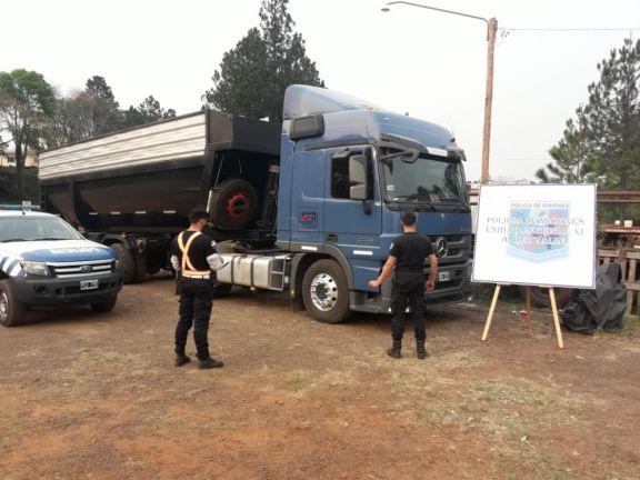 Retuvieron cuatro camiones que transportaban maíz de manera irregular
