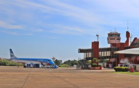 El aeropuerto volvió a operar después de 20 horas cerrado por interferencia de radio FM
