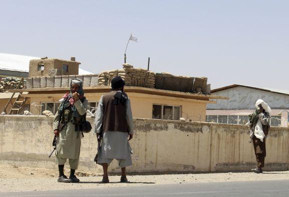 Talibán se extiende en sur de Afganistán tomando cuatro ciudades