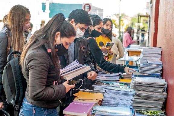 Unam salió a regalar libros y es un boom