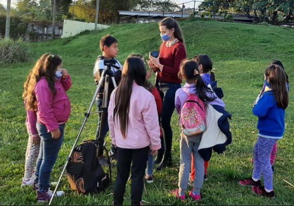 Se desarrolla el taller de Fotografía para niños de Montecarlo y Caraguatay
