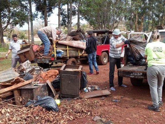 El comité de la cuenca del arroyo Tupicuá de Wanda limpió la ciudad