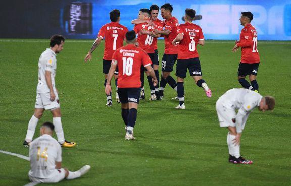 Independiente se repuso, goleó al campeón y es nuevamente puntero
