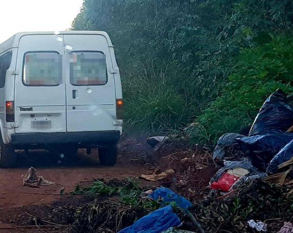 Eldorado: denuncian a particular por arrojar basura en la vía pública